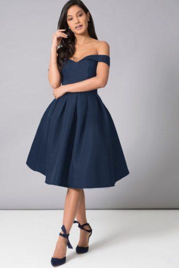 Chi Chi London sukienka z odsłoniętymi ramionami